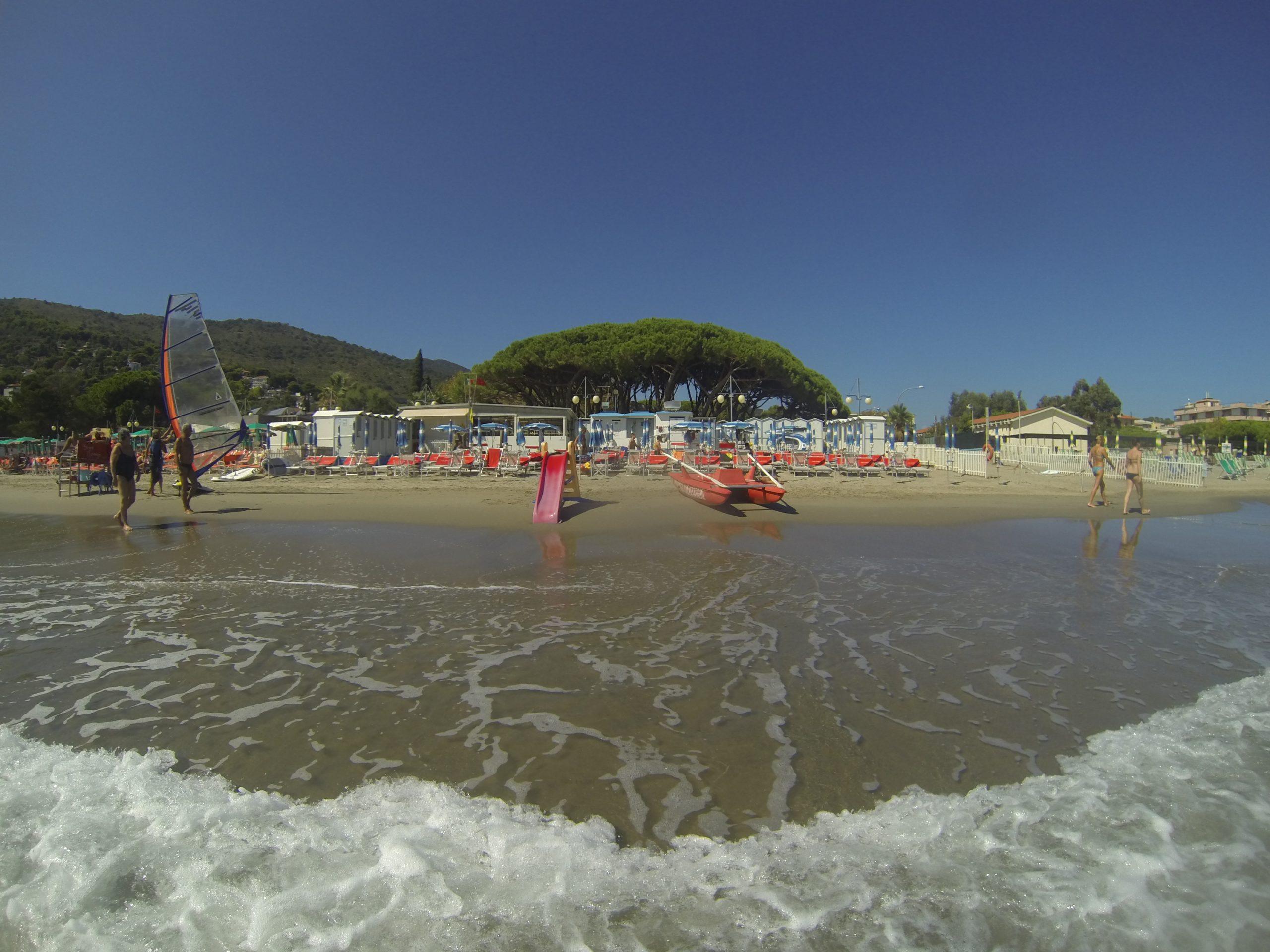 spiaggia-Residence San Francisco in Liguria-appartamenti per vacanze ad andora