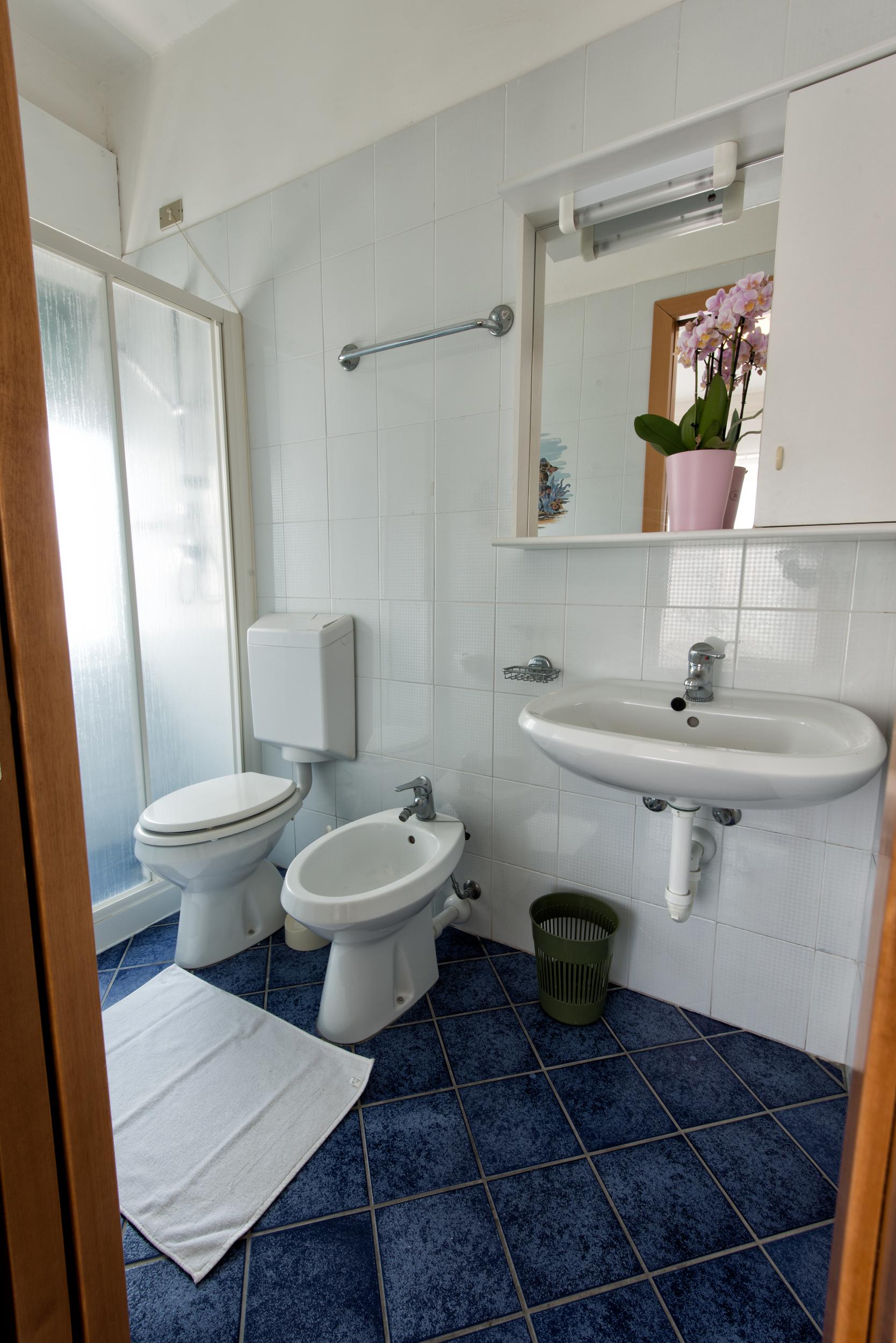 bagno monolocale 2 persone